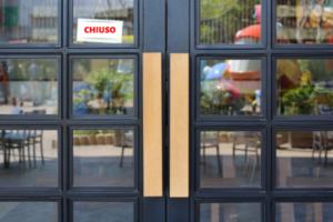 Ristorante chiuso simbolo del malcontento dei ristoratori