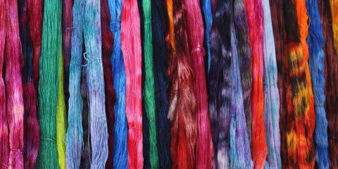 Fili di lana colorati